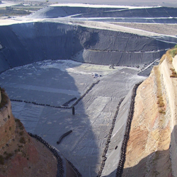 Sistema di drenaggio vasca discarica con geocomposito drenante Tenax Tendrain