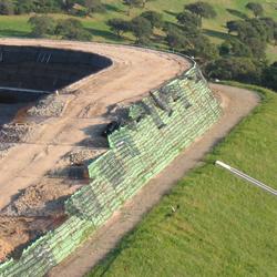 Argini discarica in terra rinforzata Sistema Tenax Rivel